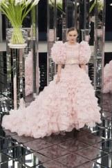 Chanel, vestido rosa de volantes con cinturón