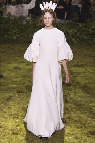 Dior, Vestido blanco tipo túnica con mangas abullonadas