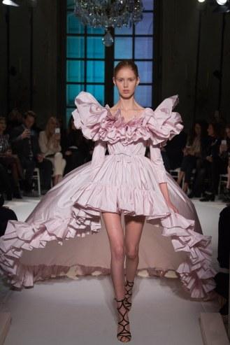 Giambattista Valli, vestido rosa con volantes