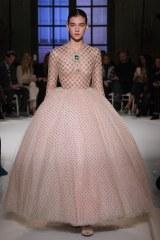 Giambattista Valli, vestido rosa de tul plumetti